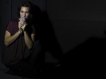 Photo of master student in performance, Fernanda Branco
