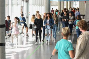 Bilder av studenter ved studiested Halden